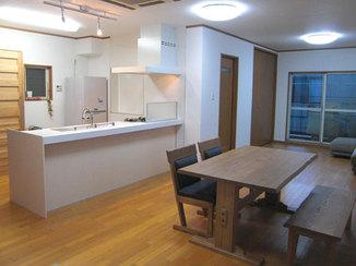 内装リフォーム キッチン・居間・和室を繋げ一体感のあるLDK